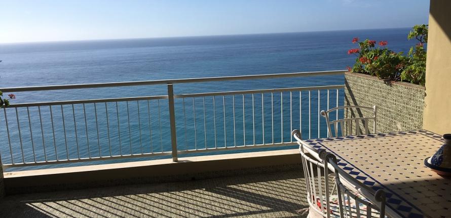 Апартаменты с видом на море.